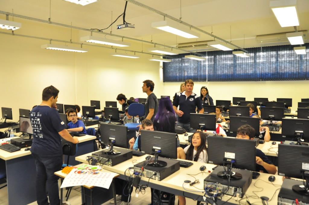 Oficina de programação e Web no modelo Coding Dojo utilizando Hackasaurus